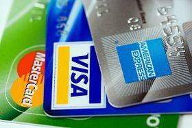 Three_credit_cards-_Visa,_Mastercard_and_American_Express_(close-up_on_logos)